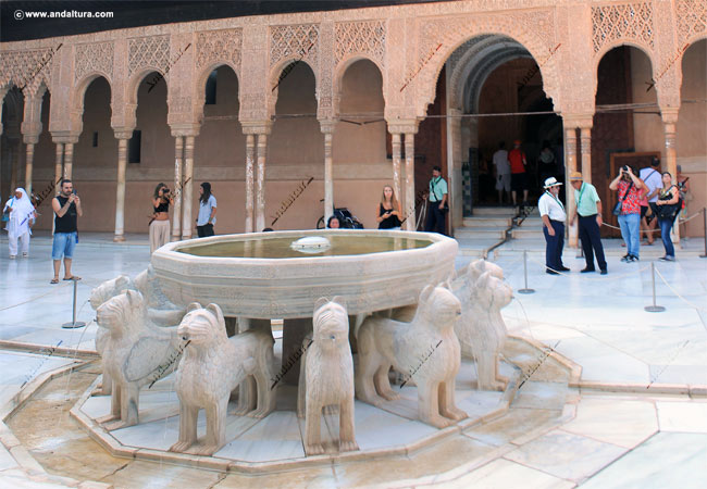 Patio de los Leones