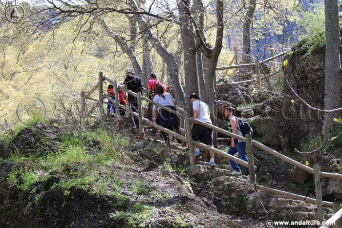 Ruta de Senderismo por los Cahorros, río Monachil
