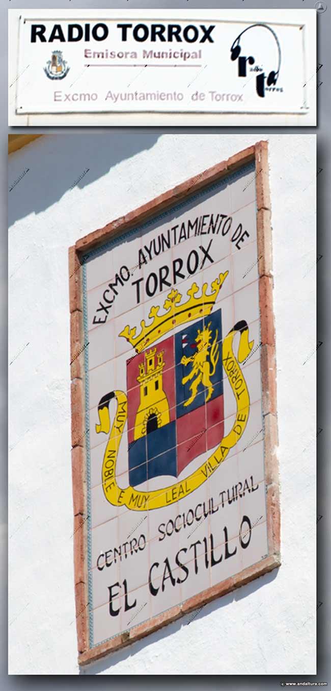 Escudo de Torrox en el Centro Sociocultural El Castillo donde se encuentra Radio Torrox que copia y plagia sin permiso los contendos de Andaltura