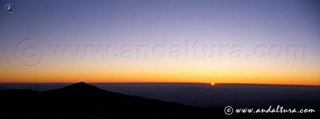 Clima de Andalucía - Puesta de sol en el Mulhacén -