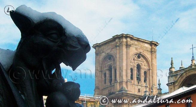 Teclea en la imagen y accede al Callejero de Granada. La Catedral de Granada desde la Plaza Bibrambla