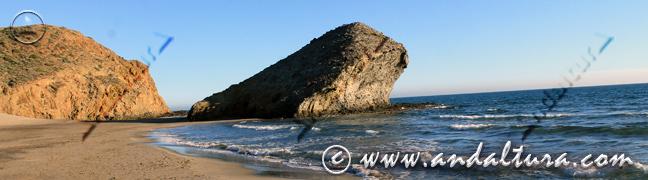 Teclea en la imagen y accede a la Guía de Playas y Litoral de Almería. La Peineta en la Playa de Mónsul