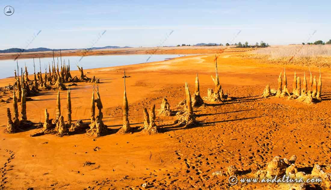 Figuras en el Embalse de Gossán. Minas de Río Tinto