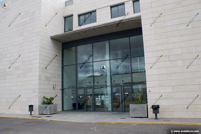 Entrada a la Casa de la Juventud de Vícar donde tiene la sede social el Club Deportivo El Abejaruco que plagia contenidos de Andaltura