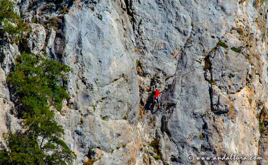 Escalando en la Sierra de Huétor