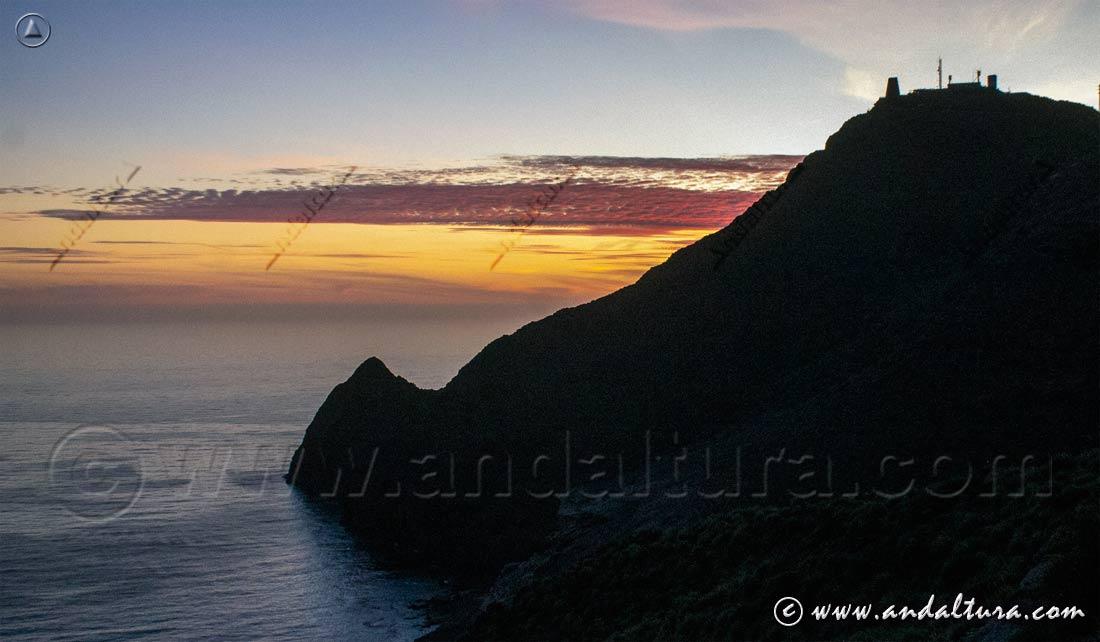 Atardecer sobre Punta Negra y Torre de Vela Blanca - Clima Desértico de Andalucía -