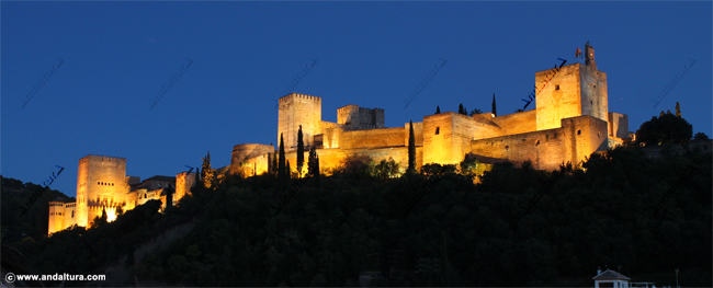 La Alhambra de noche desde la Plaza de Carvajales, Albaycín