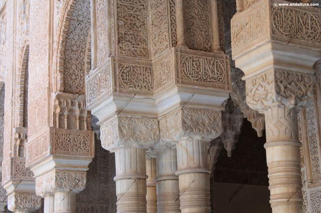 La Alhambra y el Generalife: Columnas nazaríes en el Patio de los Leones
