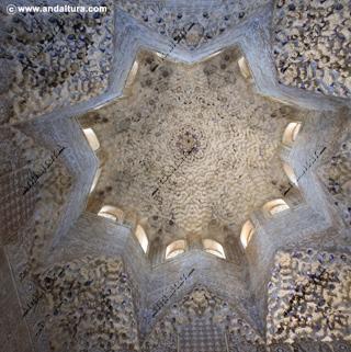 La Alhambra y el Generalife; Cúpula de Mocárabes de la Sala de los Abencerrajes, Palacio de los Leones
