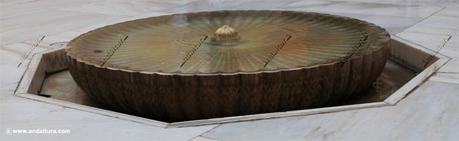 La Alhambra y el Generalife: Fuente del patio del Cuarto Dorado