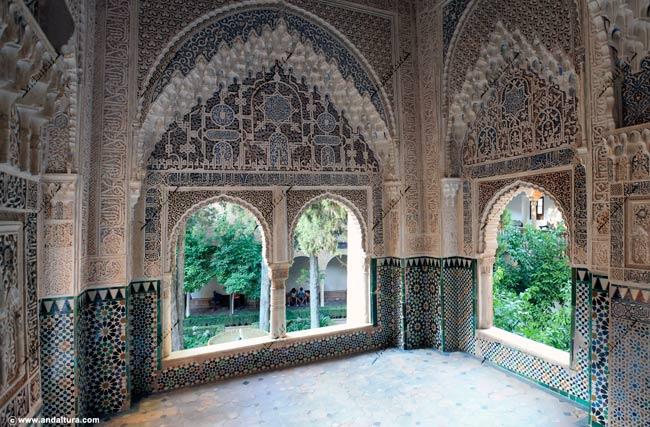 La Alhambra y el Generalife: Mirador de Lindaraja, Sala de Dos Hermanas, Palacio de los Leones