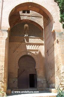 La Alhambra y el Generalife: Acceso exterior en la Puerta de la Justicia
