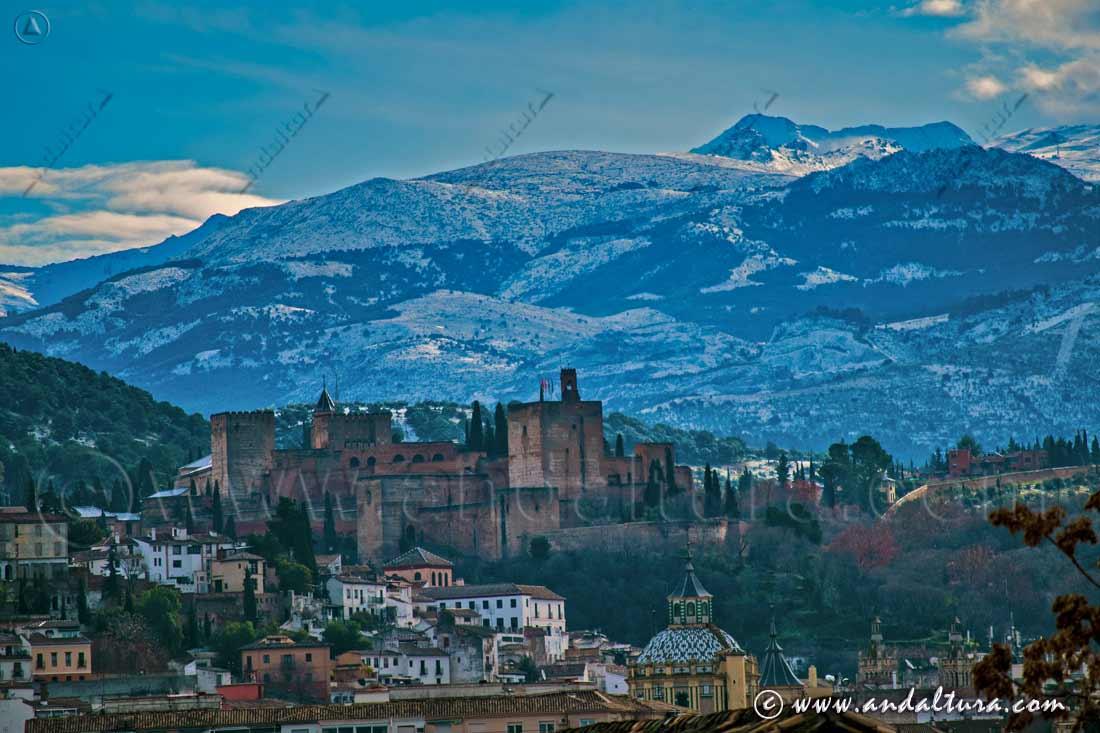 La Alhambra y el Generalife desde la ciudad de Granada