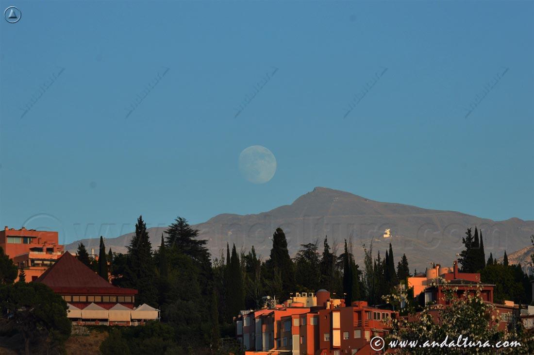 Luna llena saliendo sobre el Veleta - Sierra Nevada -