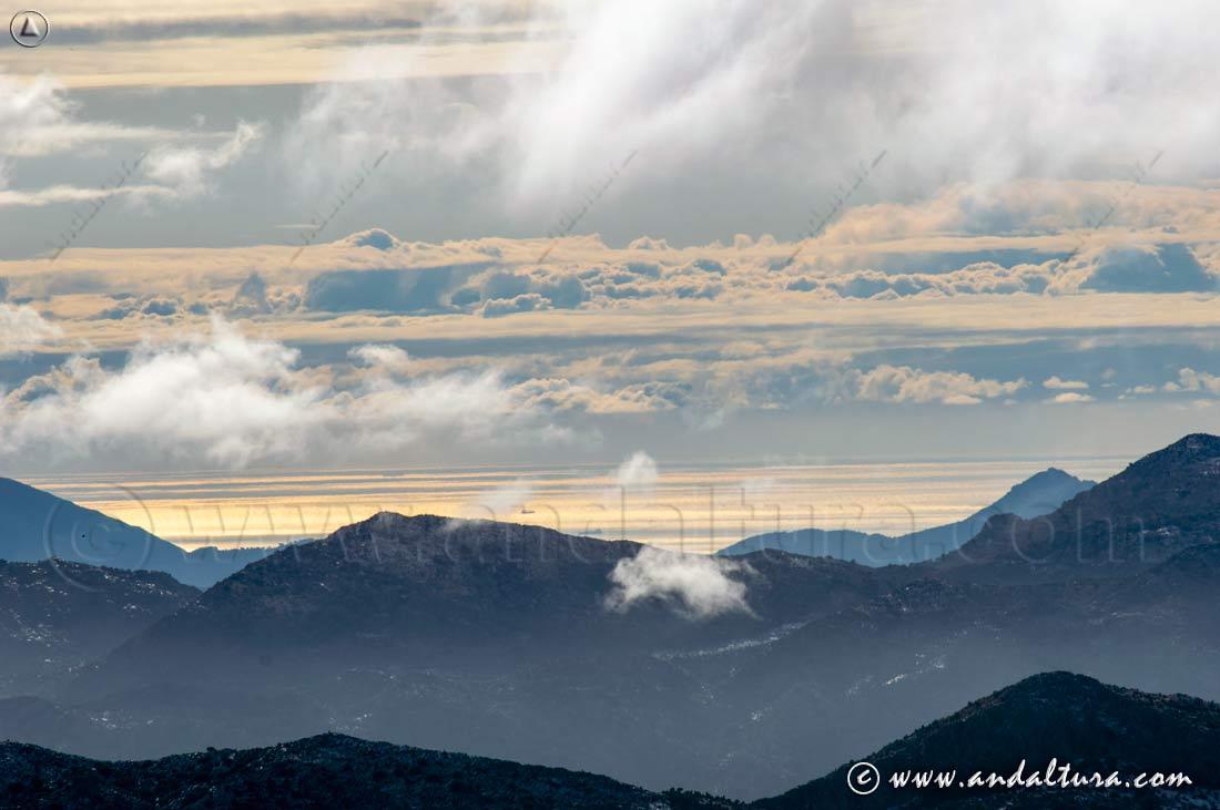 Mar Mediterráneo y Nubes desde la Sierra Crestellina
