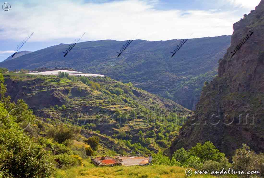 Descendiendo al río Trevélez por la Ruta Medieval por la Alpujarra