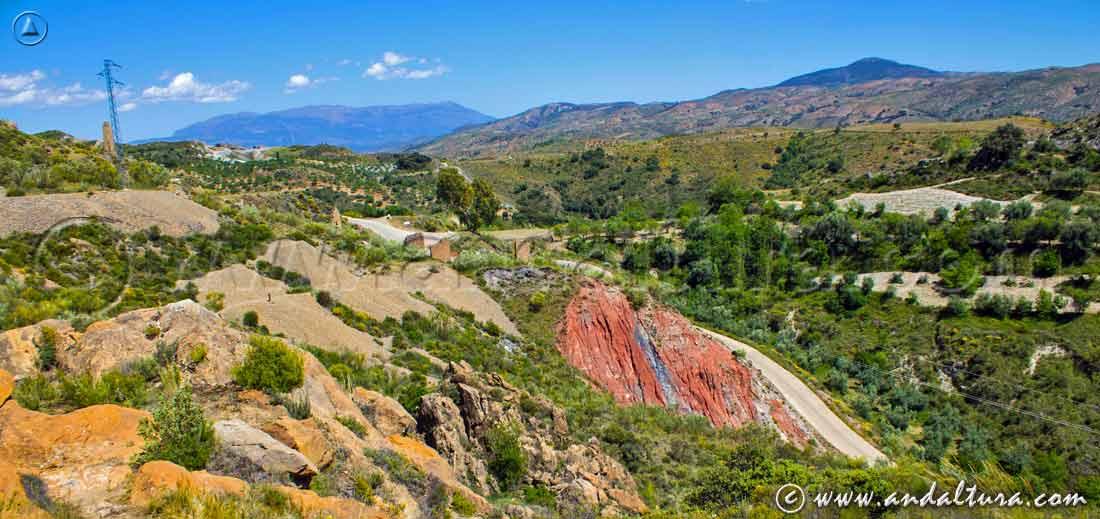 Vistas de la Mina de la Retama, catas y restos mineros