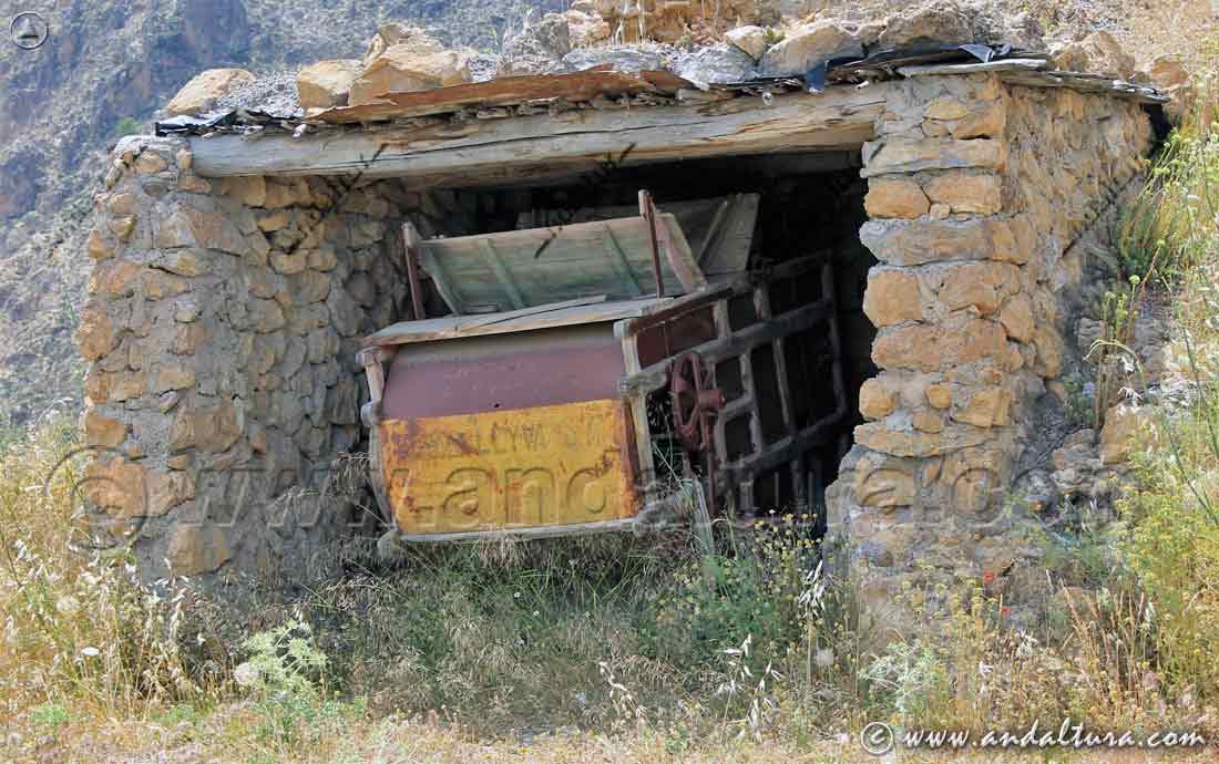 Restos Mineros en la Mina de la Retama